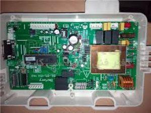 برد الکترونیک در پکیج شوفاژ دیواری.نقطه کنترل